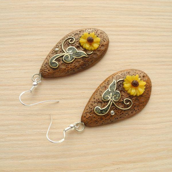 Коричневые серьги с цветами