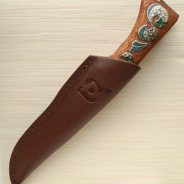 инкрустированный нож с малахитом