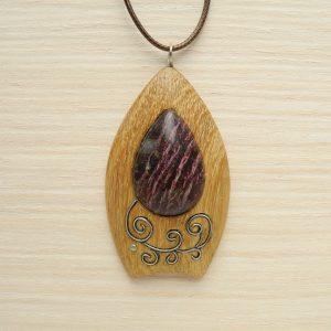Кулон из дерева с лепидолитом