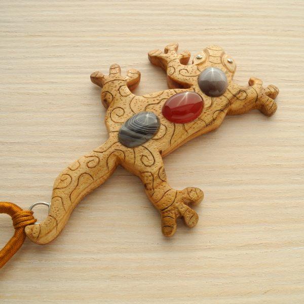 Подвеска деревянная геккон