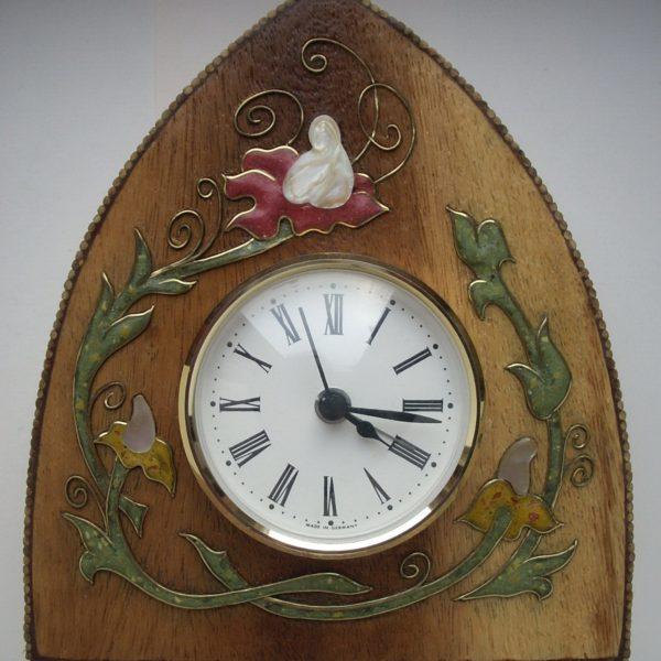 часы с инкрустацией букет