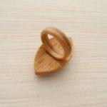 кольцо из бука с гранатом и перламутром ракурс 3