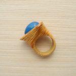кольцо из липы с инкрустацией халцедоном ракурс 2