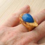 кольцо из липы с инкрустацией халцедоном ракурс 4