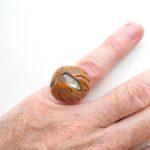 кольцо из косточки нектарина с перламутром ракурс 1